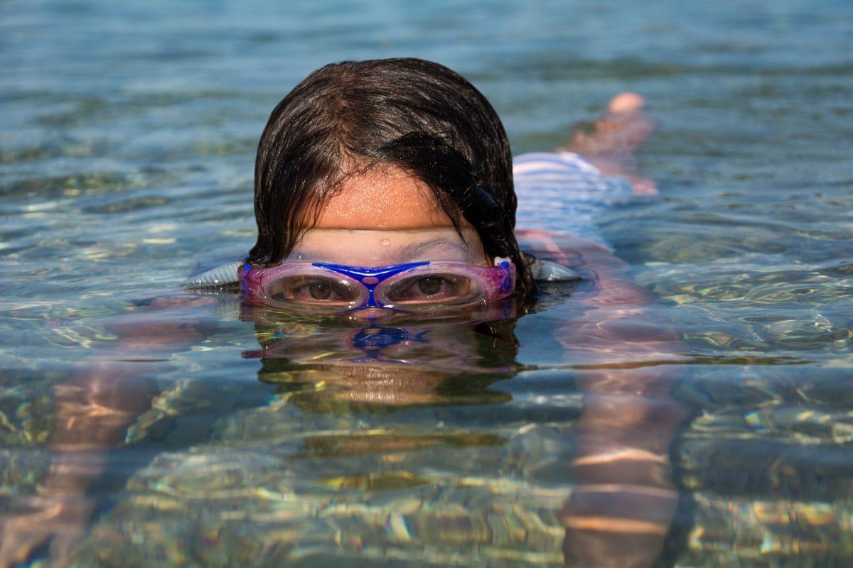 FIFY STORE Les bienfaits mentaux de la natation pour les enfants